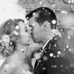 Preise für schönes Brautstyling in München mit Brigitte Kelemen, Bild von Dutt Frisur mit Blumen im Haar